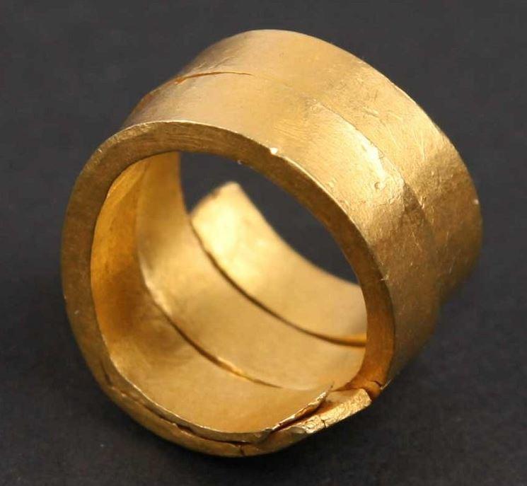 middeleeuws goudbaartje gevonden in Odijk (van RMO)